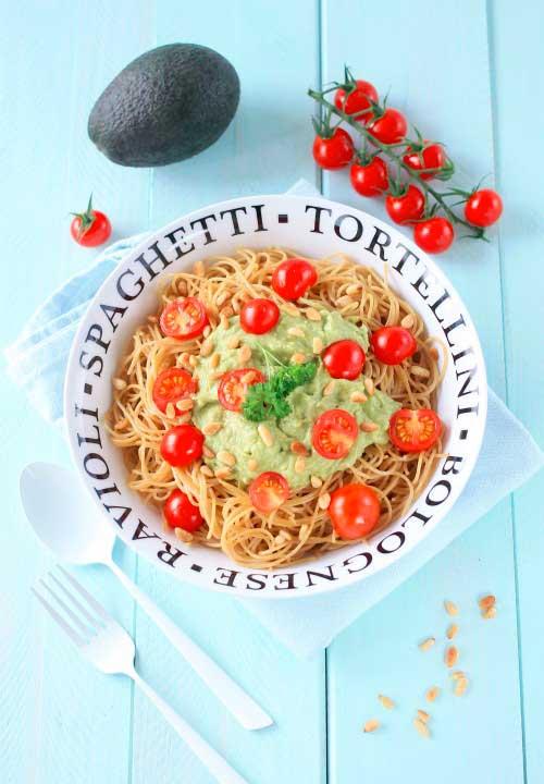 spaghetti-avocat-tomate-pignons